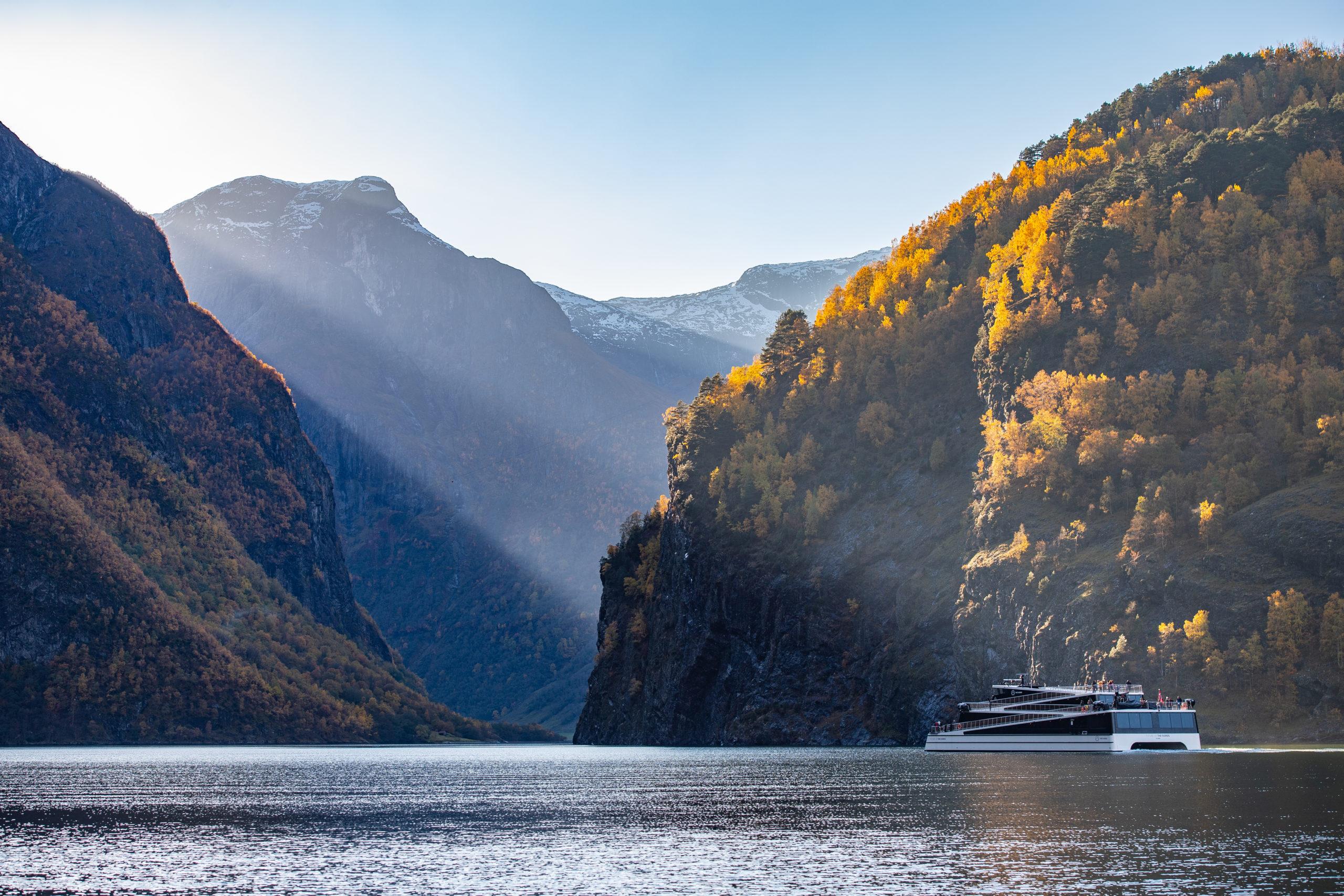 autumn_naeroyfjorden_future_fjordcruise_fjord_sverrehjornevik-9611-scaled.jpg
