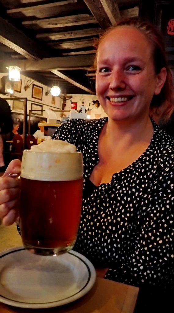 Godt mørkt røkt øl servert i ølstuen til Schlenkerla.